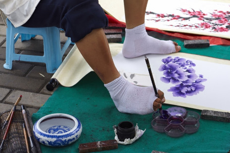 Study Documents How Foot Painters' Toes Work Like Fingers